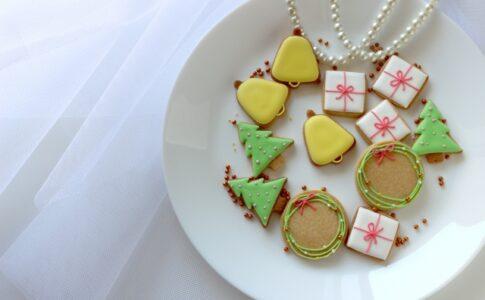 クッキーが載ったお皿の画像