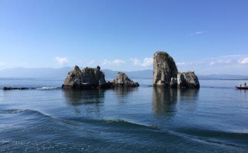 琵琶湖に浮かぶ岩
