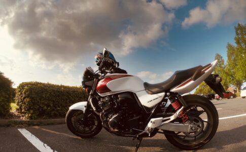 雲とバイク